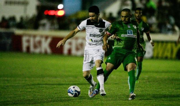 Ricardinho foi premiado com um belo gol pela boa atuação (Foto: Kid Junior/Agencia Diário)