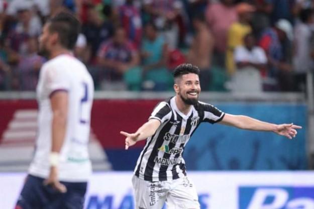 Ricardinho marcou o gol da vitória do Vozão (Foto: Fernando Amorim)