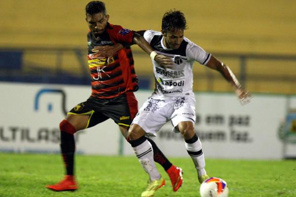 Assisinho voltou a marcar gol e deu a vitória ao Vozão (Foto: Normando Sóracles/Agência Miséria)