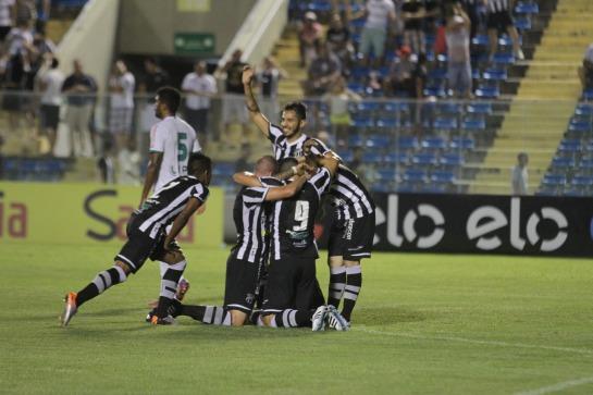 Com pé calibrado, Assisinho balançou as redes duas vezes (Foto: Tatiana Fortes)