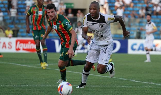 Rodrigo Silva padeceu em campo da mesma forma que seu antecessor (Foto: Christian Alekson/CearaSC.com)