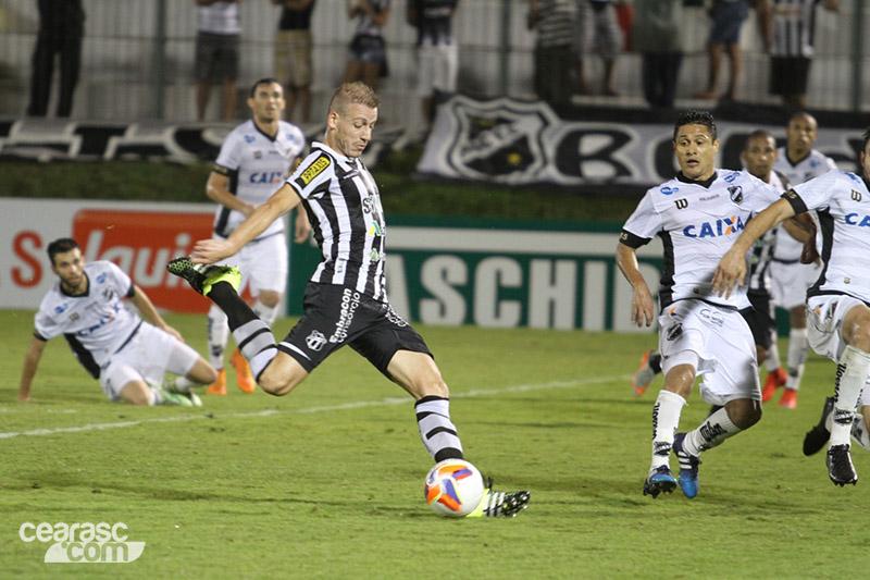 0fab3b5e4b Uillian Correia marcou o gol do alivio (Foto  Christian Alekson CearaSC.com
