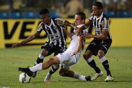 Com Robinho no ataque ficou difícil sair gol (Foto: Fabio Lima/O Povo)