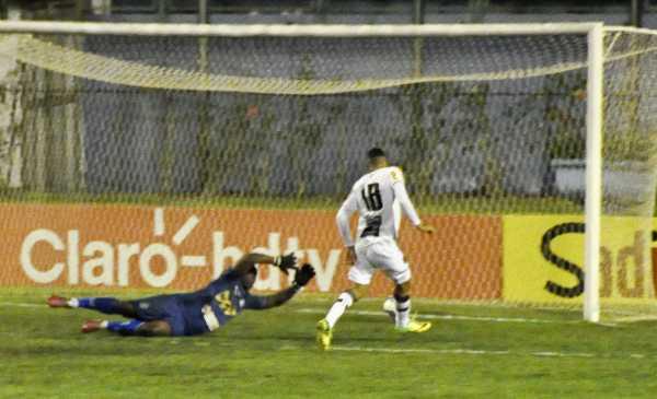 O garoto Arthur entrou pra fazer o gol quebra jejum (Foto: Ricardo Dedé Melo)