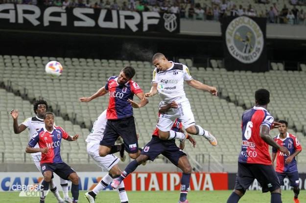 Rafael Costa outra vez foi fundamental na vitória do Vozão (Foto: Christian Alekson/CearaSC.com)