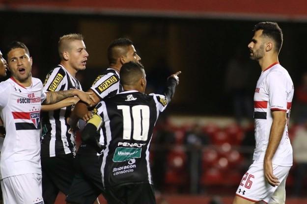Jogadores do Vozão foram valentes em campo (Foto: Lucas Almeida/FolhaPress)