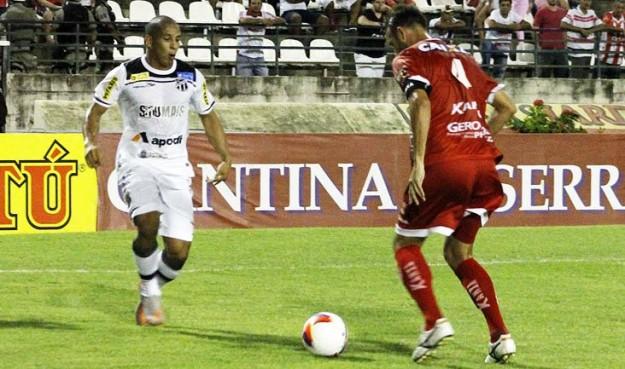 Rafael Costa marcou dois gols queajudou na vitoria do Vozão (Foto: Junior de Melo)