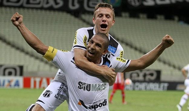 Rafael Costa novamente foi fundamental para a vitória do Vozão (Foto: Christian Alekson/CearaSC.com)