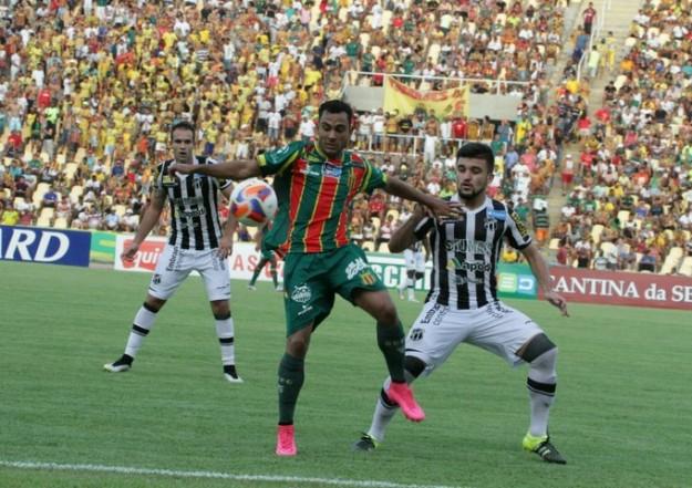 Victor Luis manteve a regularidade, o time não (Foto: Biaman Prado)