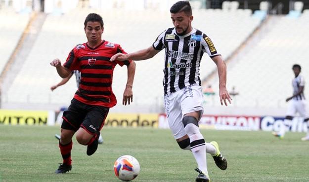 Ao contrário do time, Victor Luis tem mostrado regularidade (Foto: Christian Alekson/CearaSC.com)