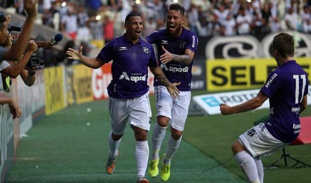 Rafael Costa comemora o gol da permanência (Foto: Christian Alekson/CearaSc.com)