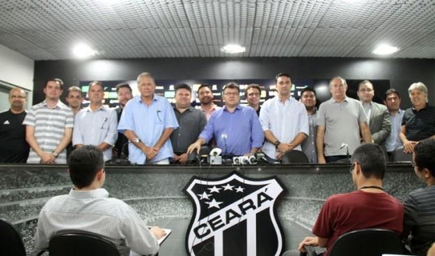 Robinson de castro apresentou os novos diretores alvinegros (Foto: Christian Alekson/CearaSC.com)