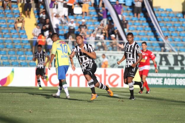 Caio César marcou seu primeiro gol como profissional (Foto: Christian Alekson/CearaSC.com)