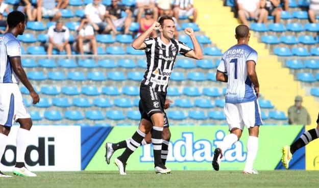 Thiago Carvalho marcou o 1º gol da partida e seu com a camisa do Vozão (Foto: Christian Alekson/CearaSC.com)