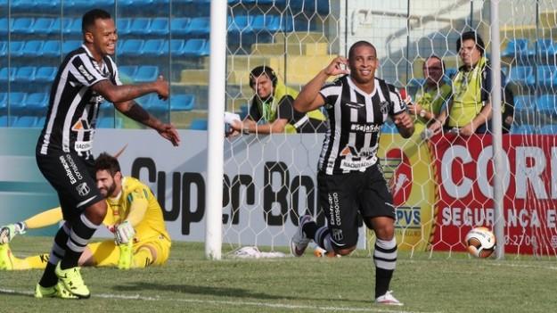 Rafael Costa fez dois gols e junto com Bill infernizou a defesa adversária (Foto: Kid Júnior)