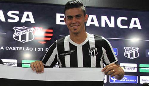 Emanuel Biancuchhi já com sua documentação toda ok (Foto: CearaSC.com/Divulgação)