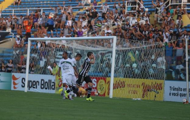 Richardson marcou dois gols e foi o destaque da partida (Foto: Christian Alekson/CearaSC.com)