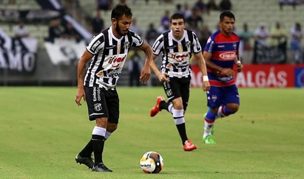 Assisinho marcou o gol do Vozão (Foto: Christian Alekson/CearaSC.com)