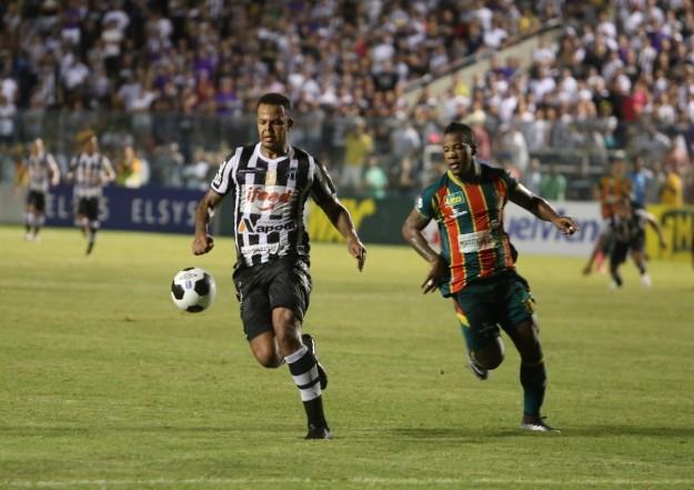 Bill marcou dois gols e entrou  na briga pela artilharia (Foto: CearaSC.com/Divulgação)
