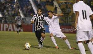Rafael Costa marcou o gol que classificou o Vozão (Foto: Christian Alekson/CearaSC.com)