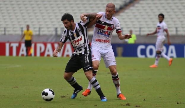 Zezinho foi o retrato do time em campo: Sem sangue (Foto: Christian Alekson/CearaSC.com)