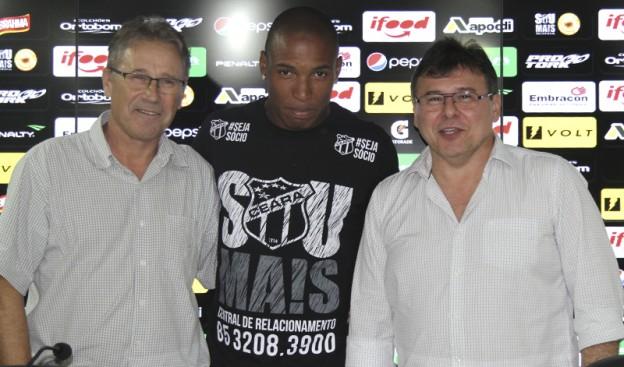 Carlos Kila (esq) e Marino (centro) dois dos quatro fatos concretos até aqui (Foto: Bruno Aragão? CearaSC.com)