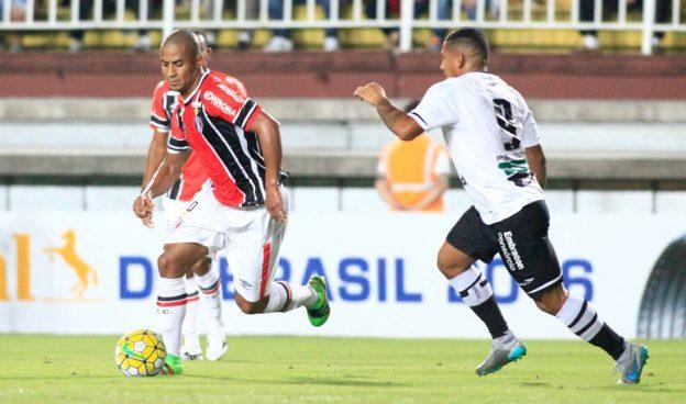 Rafael Costa foi o autor do gol que deu a vitória ao Vozão (Foto: Ascom/JEC)
