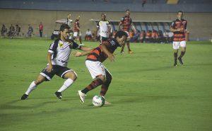 Se com Felipe o time pouco cria, sem ele não cria nada (Foto: Ascom Atlético-GO)