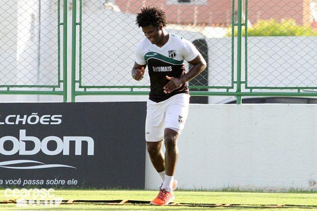 Zagueiro Sandro tem sofrido com lesões na temporada (Foto: CearaSC.com/Divulgação)