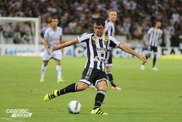 Felipe Menezes com problema muscular, pra variar, ficará 15 dias fora (Foto:Christian Alekson/CearaSC.com)