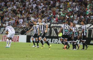 Felipe Menezes abriu o marcador para o Vozão (Foto: Christian Alekson/CearaSC.com)