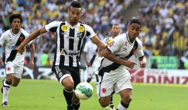 Valdo conseguiu ser expulso já quase no final do jogo (Foto: Paulo Fernandes?Vasco.com.br)