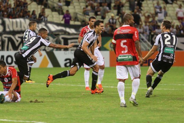 Lucas marcou o 2º gol e vez valer a fama de  artilheiro (Foto: Christian Alekson/CearaSC.com)