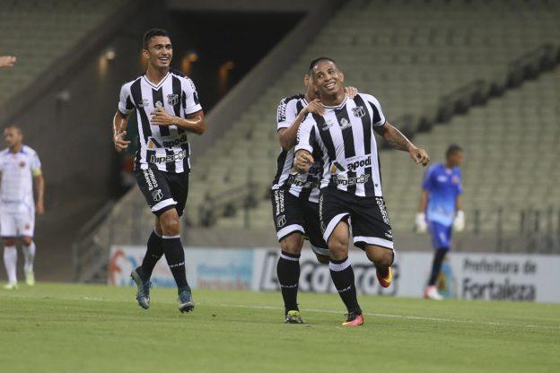 Rafael Costa voltou a marcar gol, mas deixou o campo contundido (Foto: Christian Alekson/CearaSC.com)