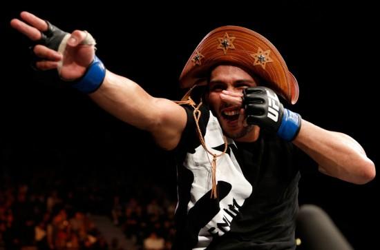Renee Forte comemorou sua vitória no UFC, em fevereiro, exaltando suas raízes Foto: UFC/Divulgação