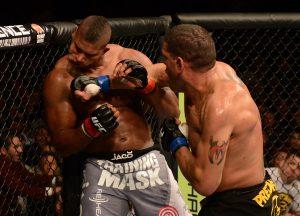 Pezão fez Overeem beijar a lona no UFC 156