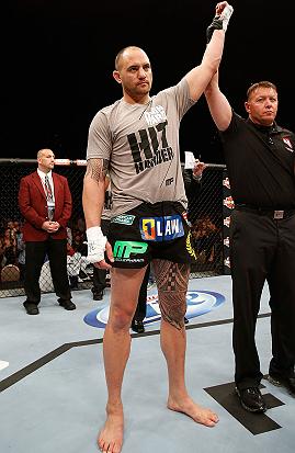 Browne foi declarado vencedor da luta. Foto: UFC