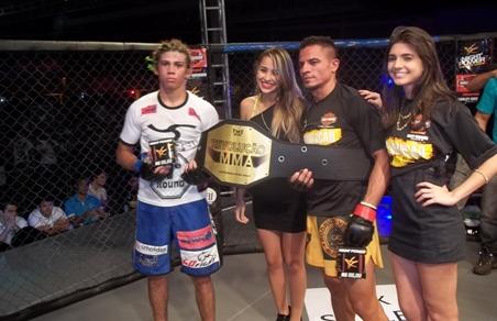 Os dois lutadores voltarão a disputar o cinturão do peso-galo na próxima edição do Revolução MMA. Foto: Bruno Balacó/O POVO