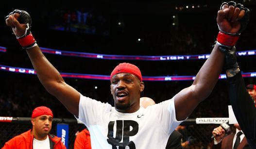 Jones não deu chances para Sonnnen. Foto: UFC/Divulgação