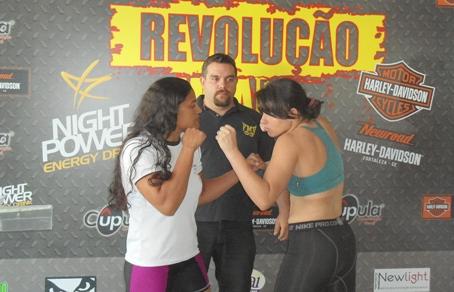 Encarada de Rosy e Amanda na véspera da luta. Foto: Bruno Balacó