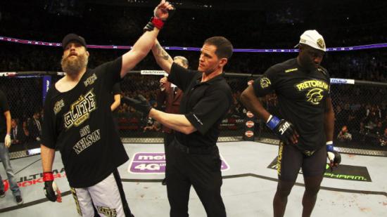 Nelson emplacou sua 3ª vitória seguida do UFC. Foto: UFC/Divulgação