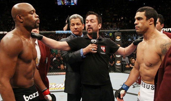 Yamasaki já arbitrou grandes combates, como a 'Luta do Século' Entre Belfort x Anderson Silva Foto: UFC