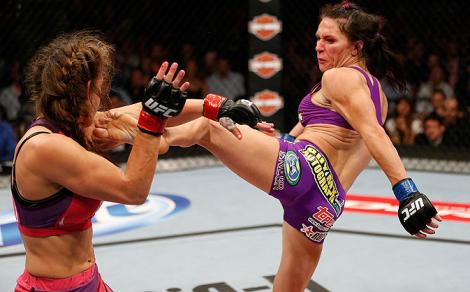 Zingano trabalhou bem os chutes, joelhadas e cotoveladas. Foto: UFC/Divulgação