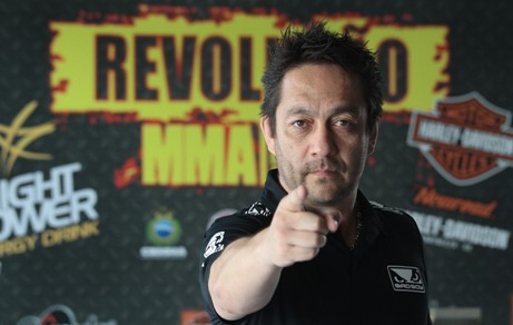 Mario Yamasaki é um dos grandes nomes da arbitragem de MMA no mundo. Foto: Edimar Soares/O POVO