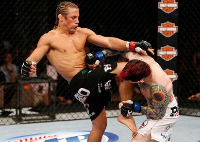 Urijah dominou o combate do começo ao fim. Foto: UFC/Divulgação