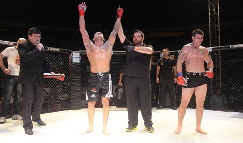Éder Freitas em ação no Warrior Fight. Foto: O POVO