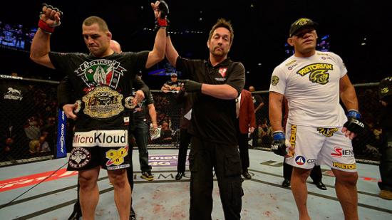 O cinturão dos pesos-pesados segue com o americano Cain Velasquez. Foto: UFC/Divulgação
