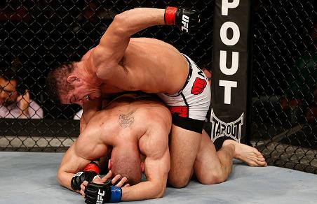 Caio aproveitou o cansaço do adversário no 2° round para finalizar o combate