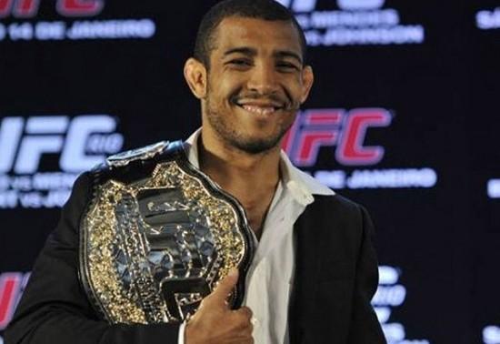 Em 2011, José Aldo unificou os títulos do peso pena do extinto WEC e UFC. Foto: UFC/Divulgação