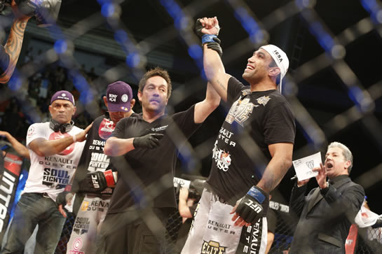 Werdum finaliza Minotauro na luta principal do UFC em Fortaleza. Foto: Fco Fontenelle / O POVO